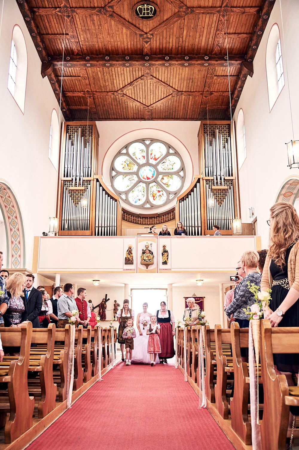 kirche, hochzeit, einzug der braut